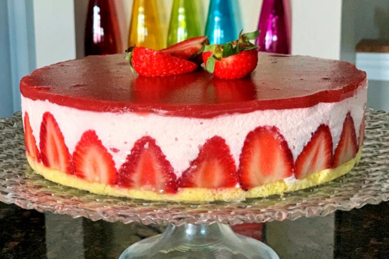 torta con mousse di fragole